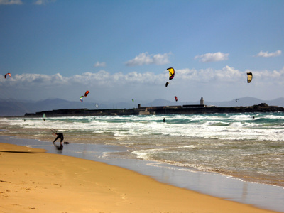 3 days kitesurfing lessons and 2 nights accommodation in Tarifa